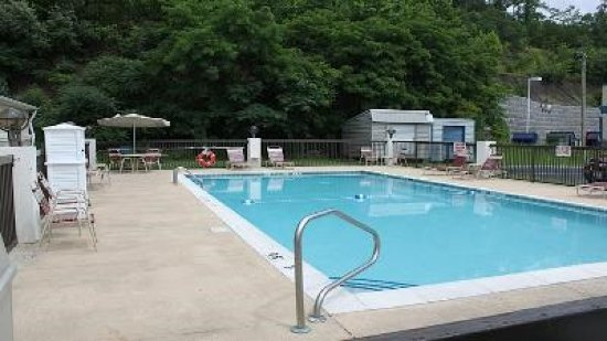 Holiday Inn Express Middlesboro : Swimming Pool
