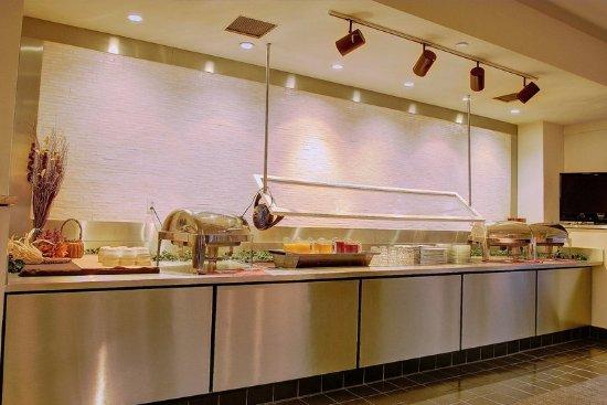 Pittsfield, MA: Breakfast Bar