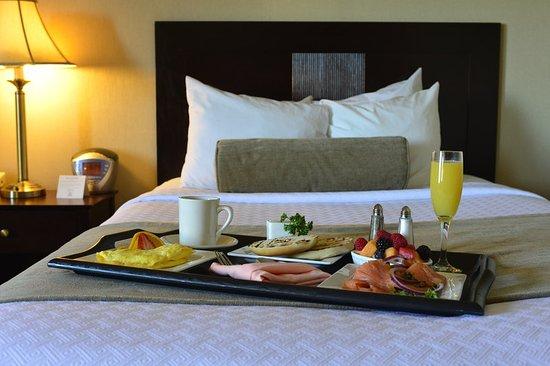 Pittsfield, MA: Room Service