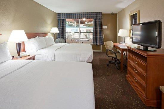 Alexandria, MN: Two queen beds facing pool area