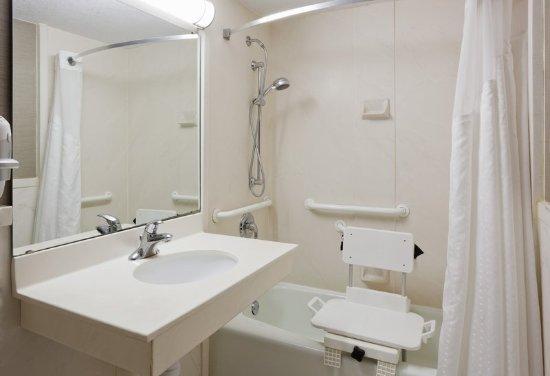 Alexandria, MN: Accessible bathroom