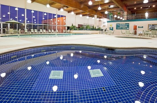 Holiday Inn of Alexandria swimming pool