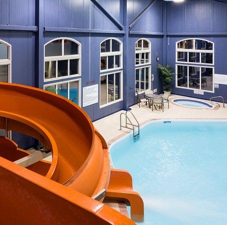 Radisson Hotel U0026 Suites Fort McMurray: Pool