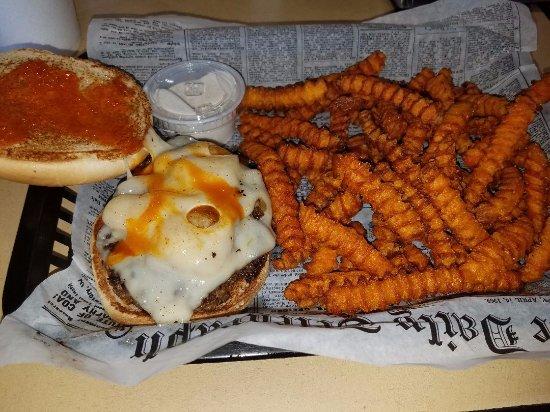 Watkinsville, จอร์เจีย: Burger and fries