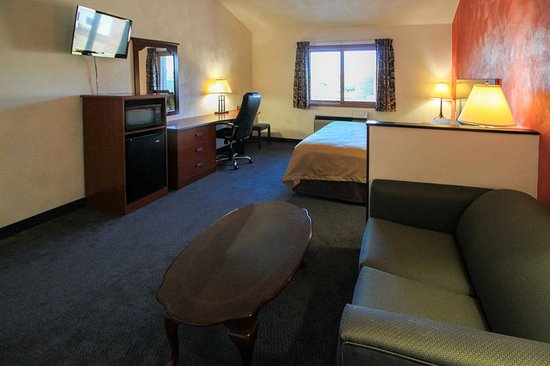 Greenville, IL: King suite