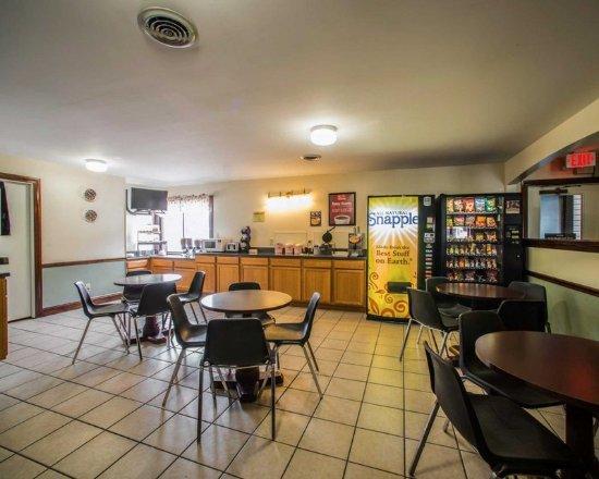 Greenville, IL: Breakfast room