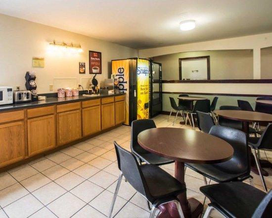 Greenville, IL: Breakfast counter