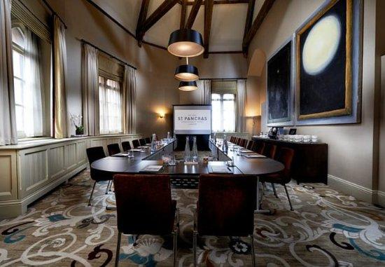 St. Pancras Renaissance Hotel London: The Quarters - U-Shape Setup