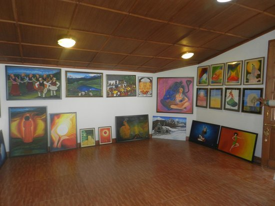 Mussoorie Heritage Centre: nice collection