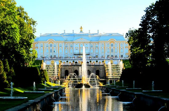 Small-Group Tour of Peterhof: Grand...