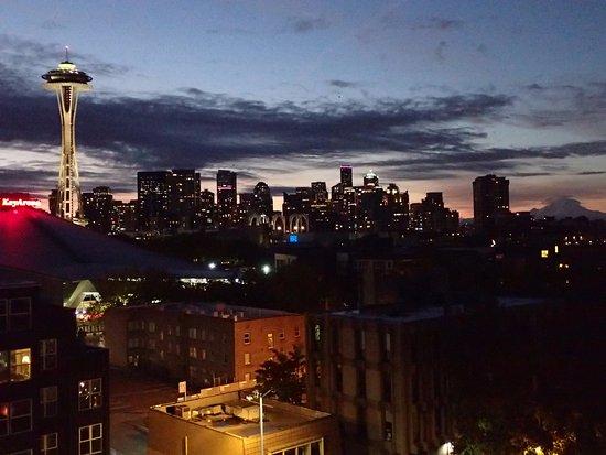 Mediterranean Inn: Seattle skyline at sunrise with normal lens