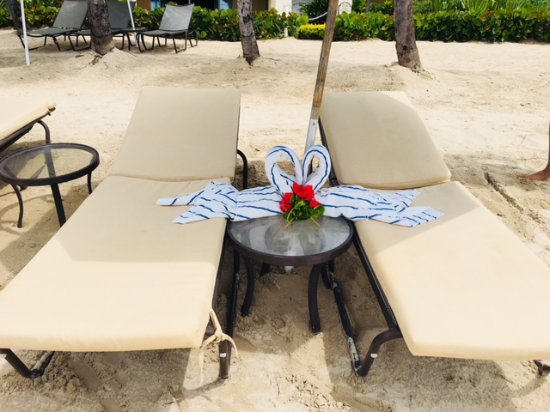 The Landings Resort & Spa: Butler Peronilla's surprise on the two chairs she set up one morning