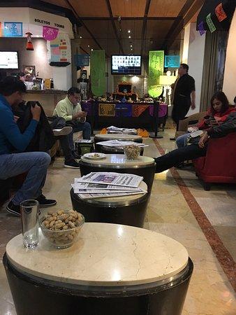 Hotel Catedral: Lobby. Ponen cacahuates, papitas y en las mañanas galletas y mini muffins😋