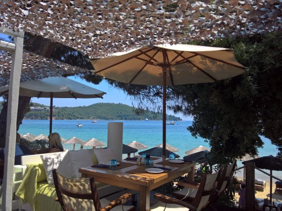 Cape Kanapitsa Hotel & Suites : Another beach, another great lunch!