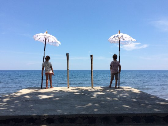 Bukti, Indonesia: Children's standing in front of the beach