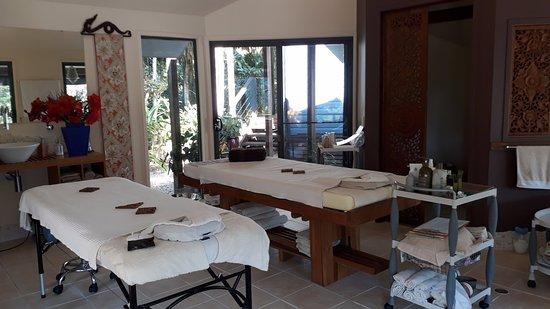 Botanica rainforest spa retreat byron bay retreat for Absolute bliss salon and retreat