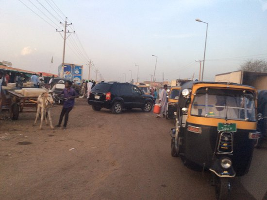 Kosti, Sudan: road to market
