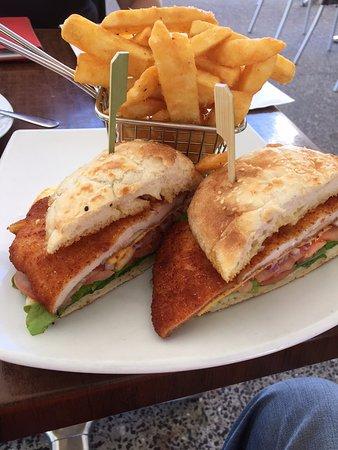 Coolum Beach, Australia: chicken burger