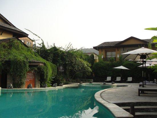 Temple Tree Resort & Spa: Sympa avec un service gratuit de serviettes de bain