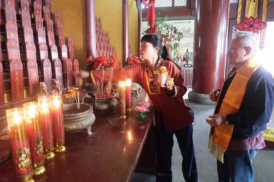 Hongdong County, Chiny: After paying to pray they will ask you for donation again