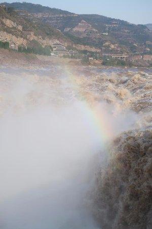 Hukou Waterfall: Waterfall
