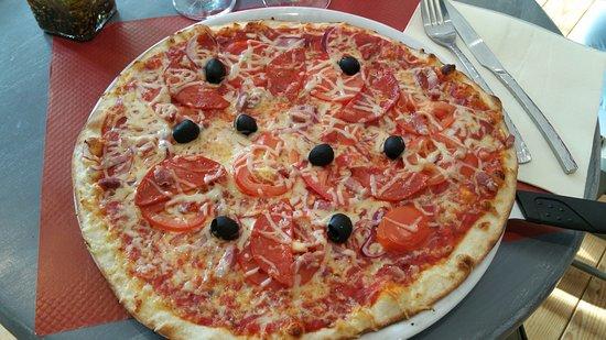 Surzur, France: Une belle pizza, deux dimensions proposés !
