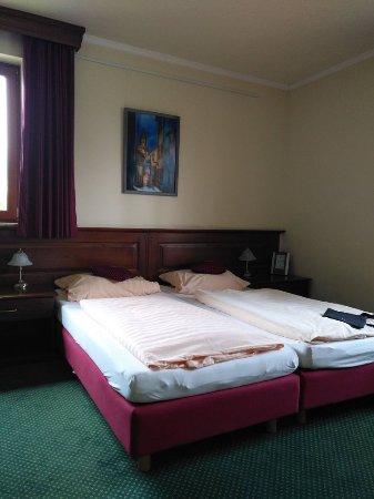Strausberg, Alemania: Zi. 2 hat 3 Betten und war ausreichen groß und hell