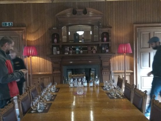 Keith, UK: The royal settings for the tasting session !