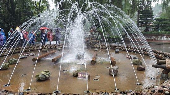 Dujiangyan, Cina: Fountain