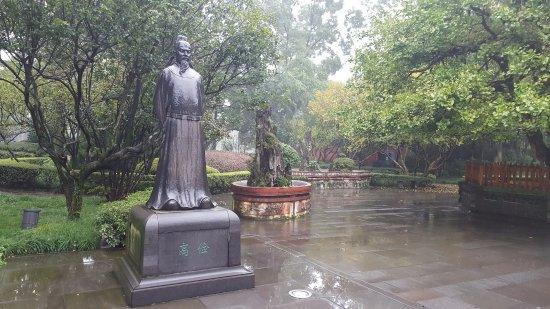 Dujiangyan, Cina: Statue