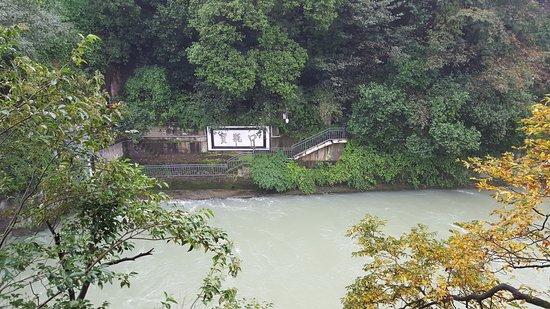 Dujiangyan, Cina: Cross Canal