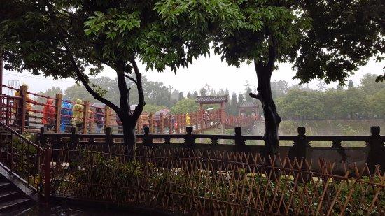 Dujiangyan, Kina: Suspension Bridge