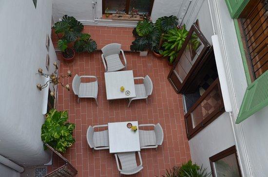 Hostal Ritzi: Breakfast area
