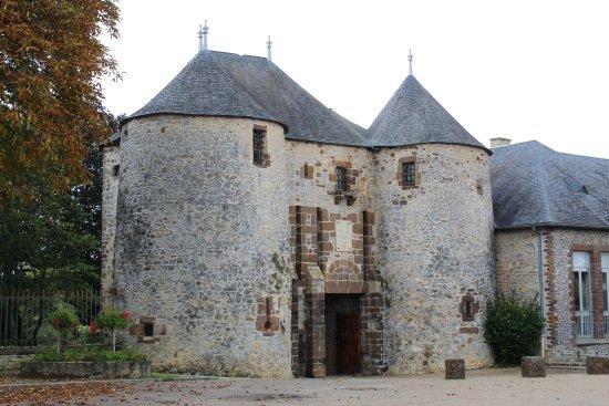 Château de Fresnay-sur-Sarthe | Sarthe, Pays de la Loire, France