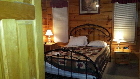 Eagles Ridge Resort: Cabin Bedroom