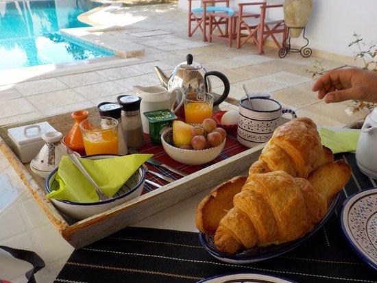 Bonjour  - Page 23 Petit-dejeuner-au-bord