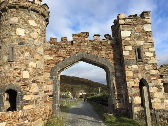 Clifden Castle : This is the structure you're looking for at the entrance.