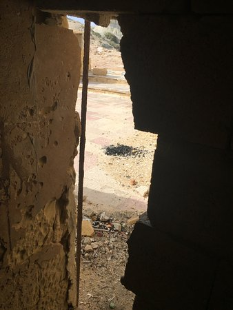 Zebbug, มอลตา: Hole in the wall Entry & exit
