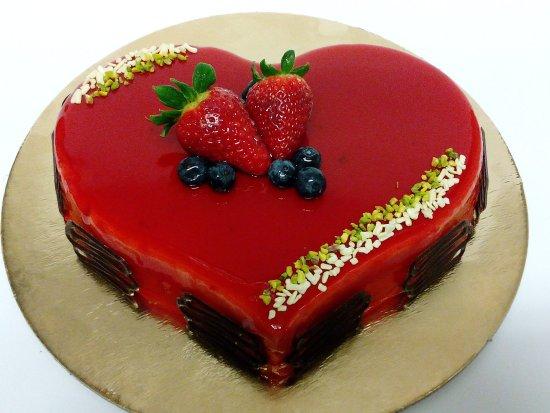 Mivé Gelateria : Cuore di gelato alla fragola, con semifreddo alla panna e semifreddo alla mora