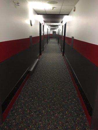 Auberge Gouverneur Shawinigan: hallway