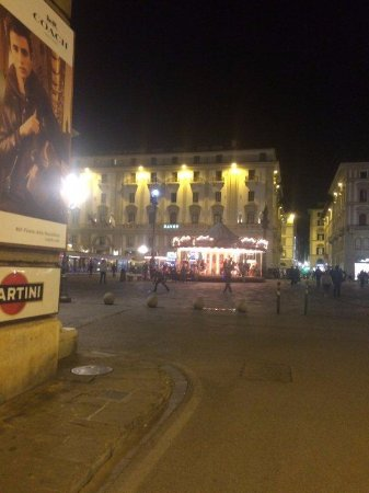 Hotel Pendini : Piazza in front of hotel