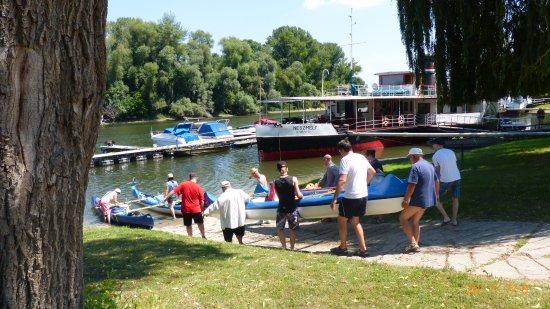 Neszmély Boat Museum: Vízre-szállás