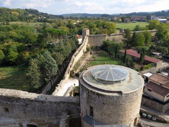 Staggia, Italia: le mura del paese