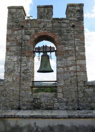 Staggia, İtalya: la campana della torre longobarda