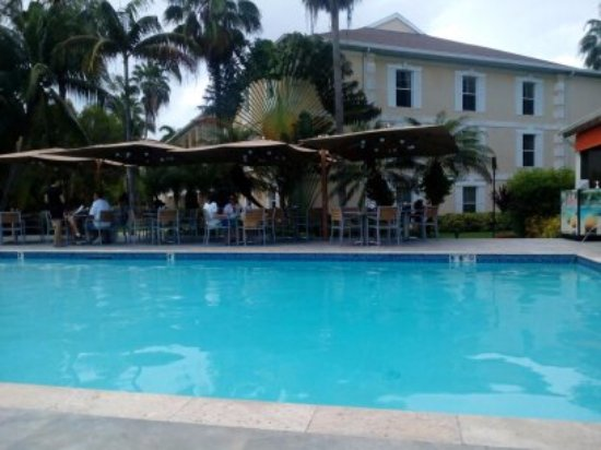 Sunshine Suites Resort: POOL