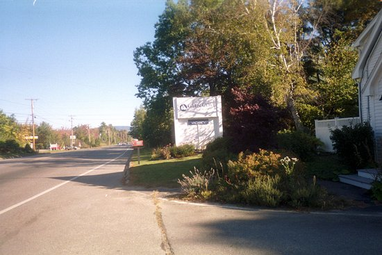 Glen Cove Inn & Suites: View of the sign and entrance