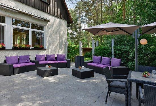 lounge auf der terrasse picture of hotel sonnenhof pleinfeld tripadvisor. Black Bedroom Furniture Sets. Home Design Ideas