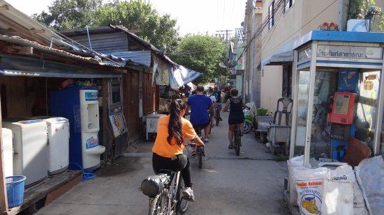 Recreational Bangkok Biking : Through the poor areas