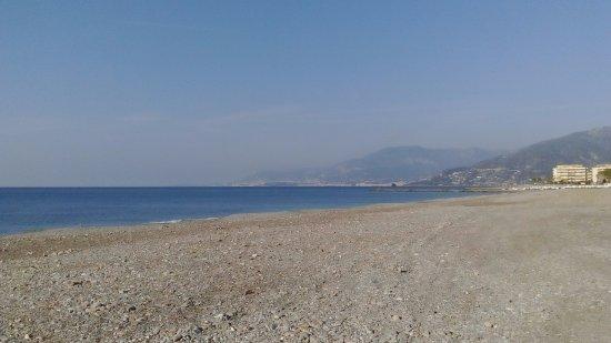 Campeggio Vallecrosia: Vallecrosia beach