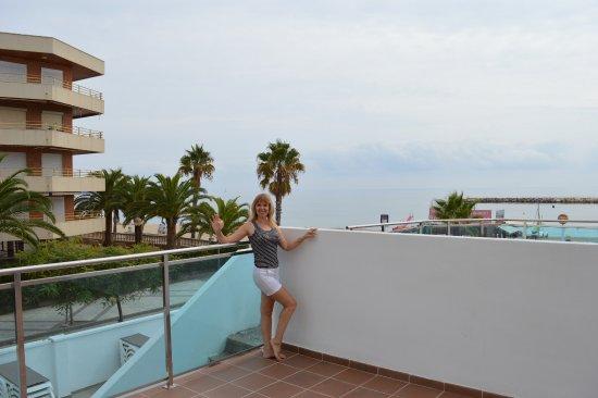 Hotel Best Maritim: У номеров на 1 этаже в торце здания есть небольшая веранда